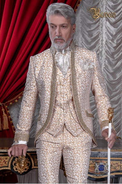 Traje de novio barroco, levita cuello Mao de época brocado marfil y dorado con pedrería strass.