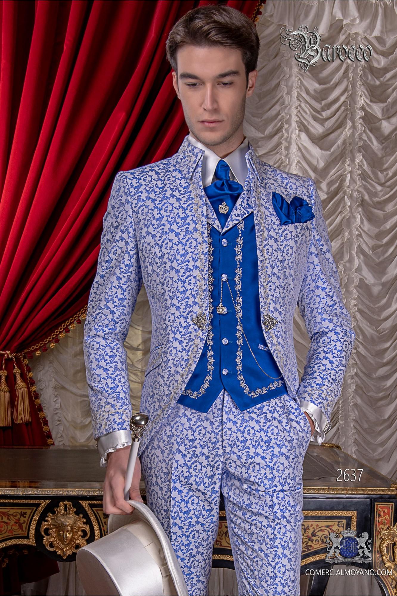Traje de novio barroco, levita de época cuello Napoleón en tejido jacquard azul y blanco con bordados plateados