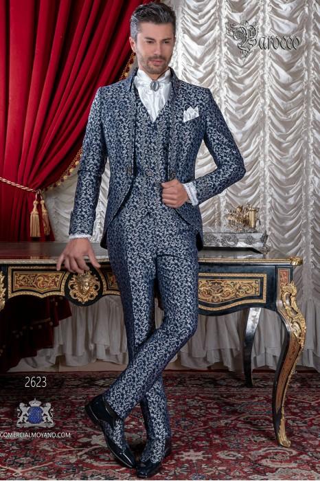 Traje de novio barroco, levita de época cuello Napoleón en tejido jacquard azul y plata con bordados plateados