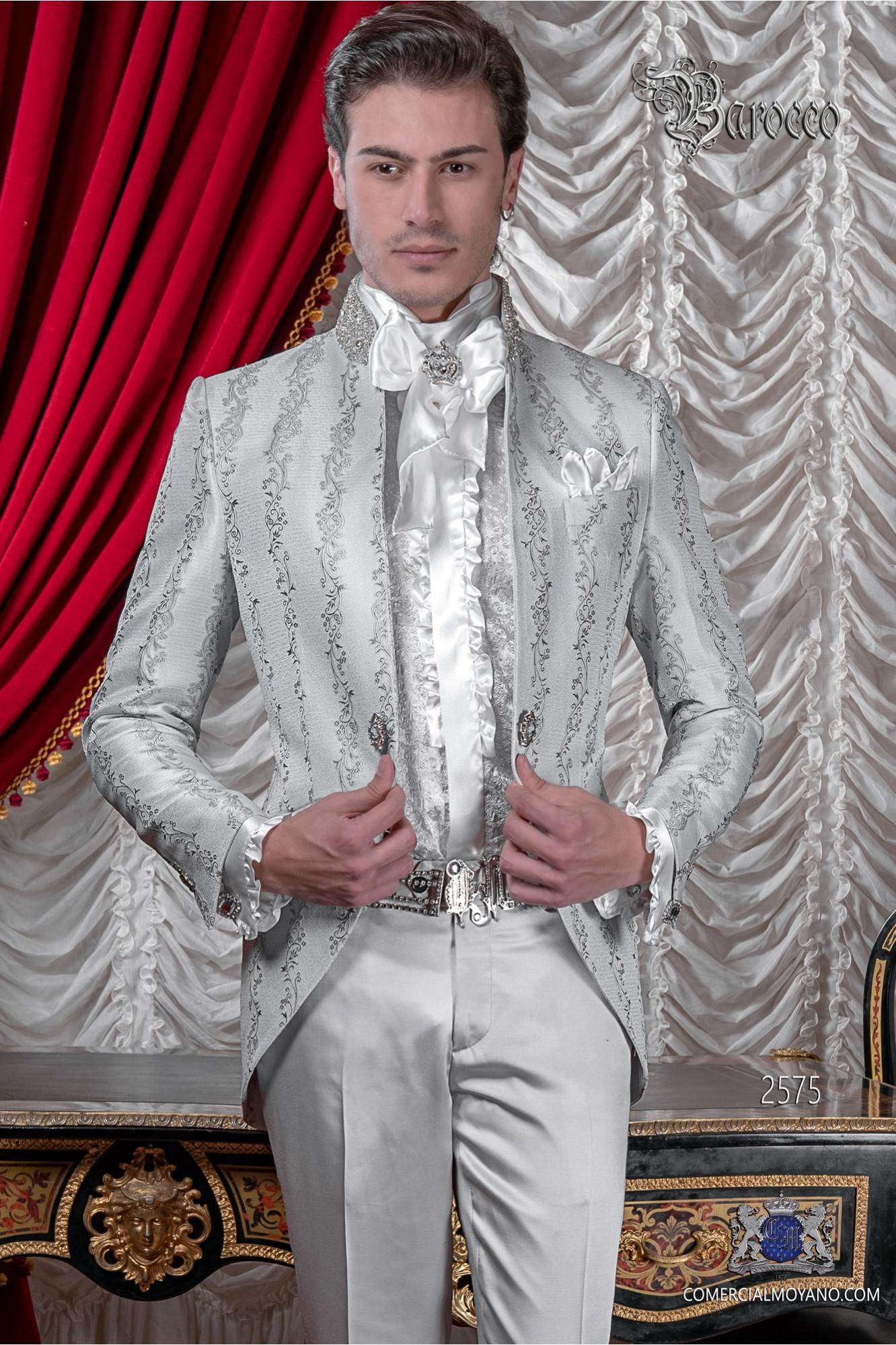 Traje de novio levita vintage en un especial tejido brocado gris perla con cuello Mao pedrería