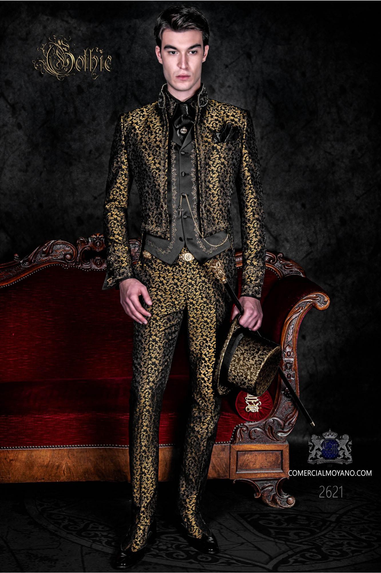 Traje de novio barroco, frac cuello mao en tejido jacquard dorado y negro con bordados dorados y pedrería cristal en cuello