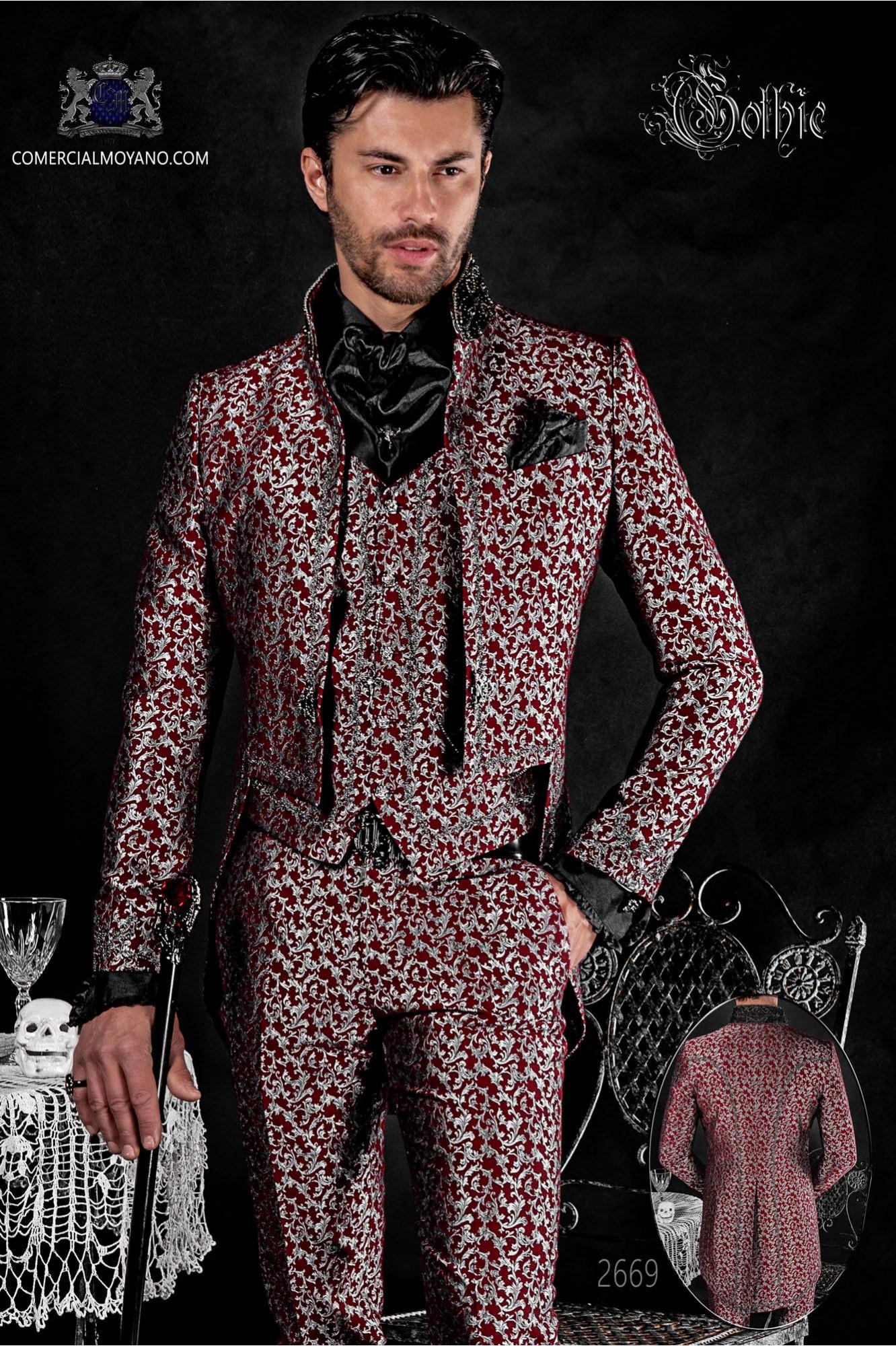 Traje de novio barroco, frac cuello mao en tejido jacquard plata y rojo con bordados plateados y pedrería cristal en cuello