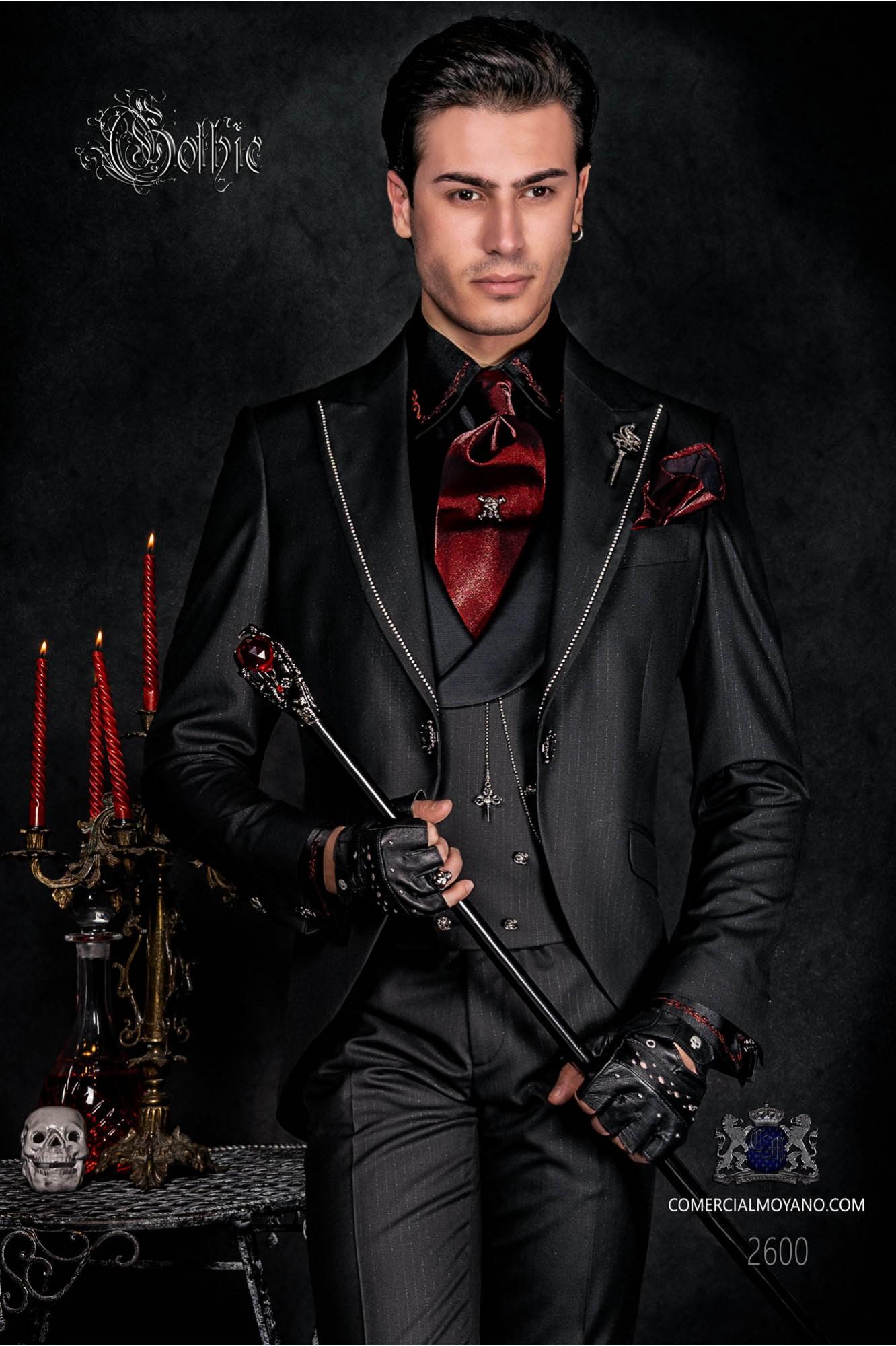 Traje de novio barroco, levita de época en tejido negro con fina raya diplomática con cristales strass en las solapas