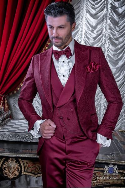 Traje de novio en un especial tejido jacquard color borgoña