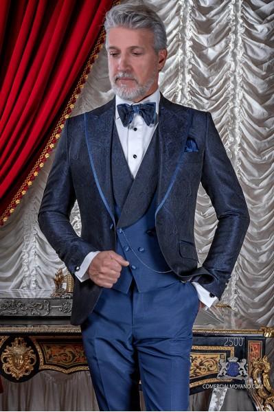 Traje de novio en un especial tejido jacquard color azul