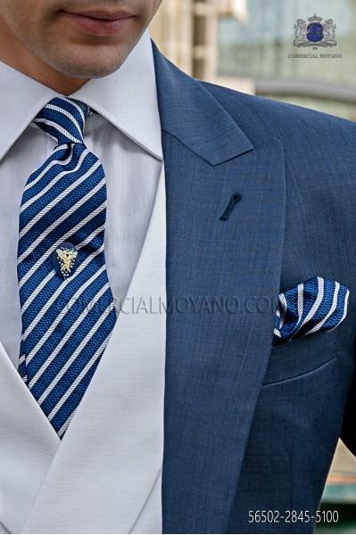 Corbata y pañuelo azul y plata