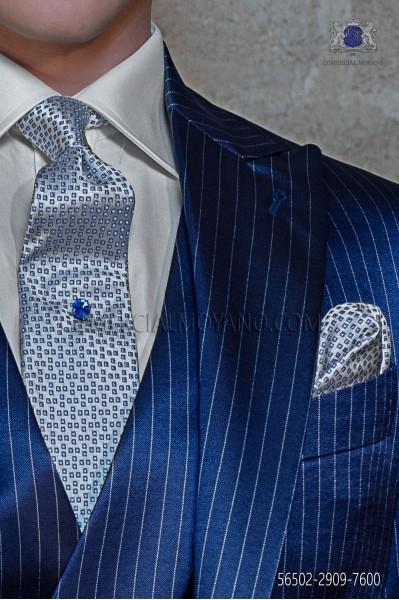 Corbata y pañuelo plata con microdiseño azul
