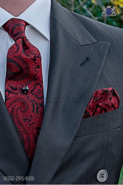 Corbata y pañuelo negro y rojo